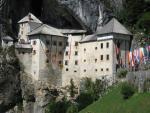 Le chateau de Predjama en Slovenie 12