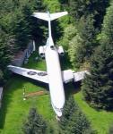 Avion posé en pleine foret 4
