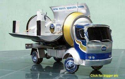 Camion créé à l'aide de canettes de bière